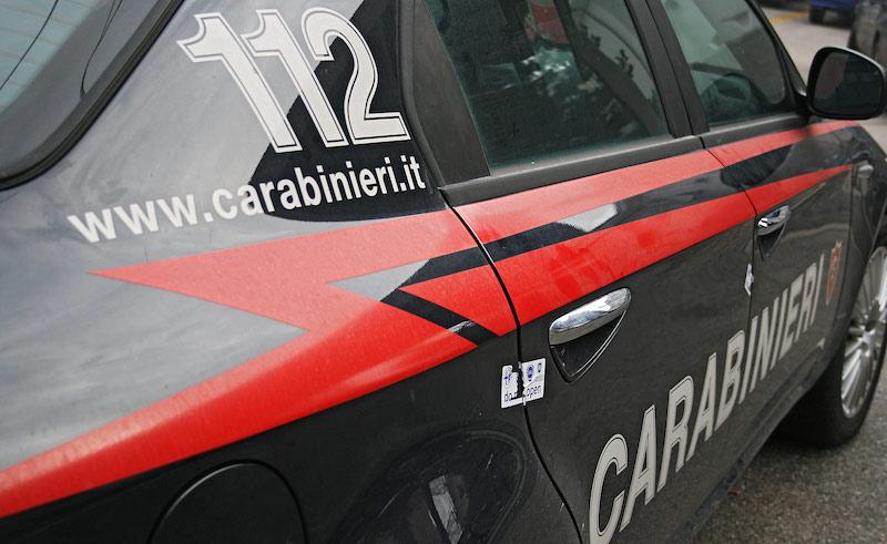 Palermo, sorpresi a rubare un turista. arrestati due palermitani