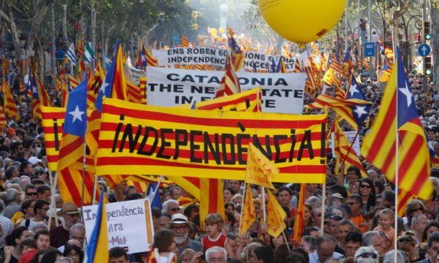 Catalogna, accordo tra governo e psoe: elezioni a gennaio
