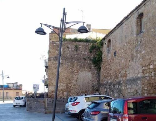 Il cantonale della torre di Piazza Calvario è pericolante: interviene il prof. Mulè