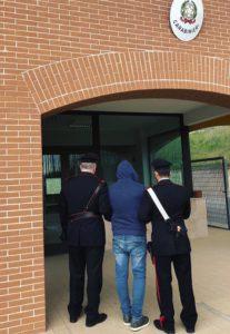 Scoperto con marijuana prima fugge, poi aggredisce i Carabinieri: in manette profugo ad Agnone