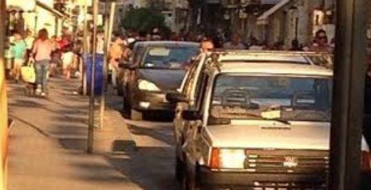 Il Black Friday anche a Gela. Ancora shopping tra le auto in corso Vittorio Emanuele