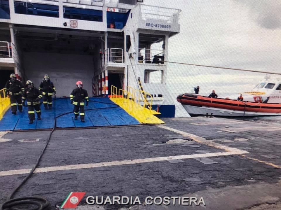 Lipari, esercitazione antincendio nel porto di Sottomonastero