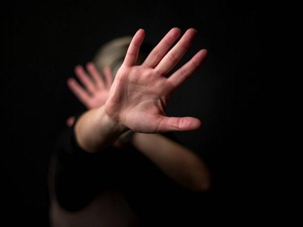 Orrore in Svizzera, 54enne abusa di un'anziana di 101 anni.