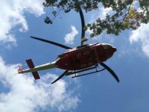 Mucca in pericolo necessita di cure veterinarie, tratta in salvo dall'elicottero dei Vigili del fuoco