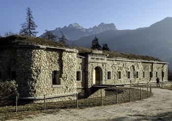 Altri dardi: dal 29 agosto, la nuova mostra collettiva di Dolomiti Contemporanee al Forte di Monte Ricco, a Pieve di Cadore, incentrata su Tempesta Vaia e Tiziano Contemporaneo