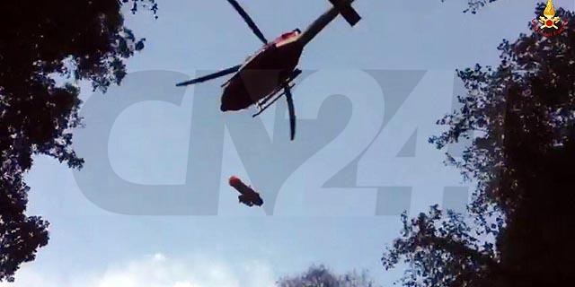 Escursionista cade in una profonda gola: si frattura la caviglia, soccorsa dal Saf